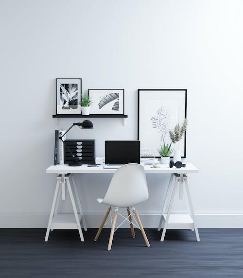 Zwart Wit Elektronische Apparaten Op Witte Tafel
