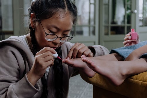 Woman in Gray Long Sleeve Shirt Wearing Eyeglasses