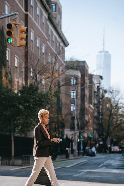 Ingyenes stockfotó afro-amerikai nő, Amerika, belváros témában