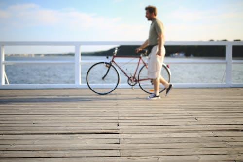 Základová fotografie zdarma na téma chůze, jízdní kolo, muž, osoba