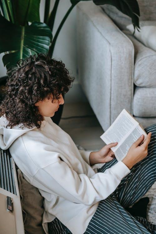Mujer, En, Bata Blanca, Libro De Lectura