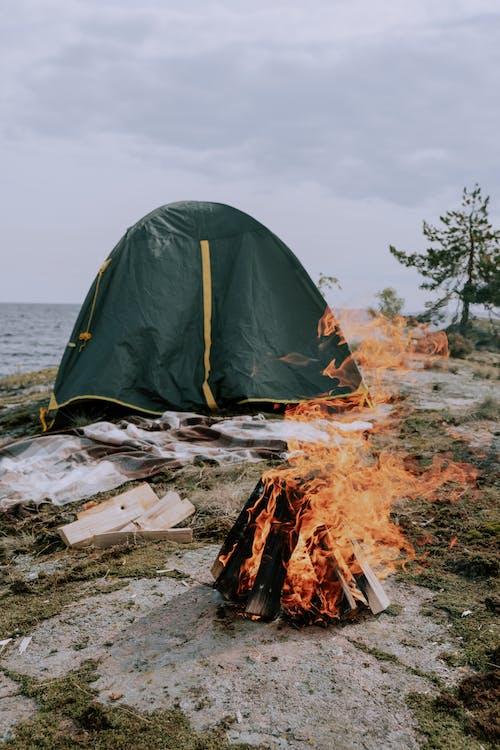 Δωρεάν στοκ φωτογραφιών με camper, ανάβω φωτιά, αναψυχή