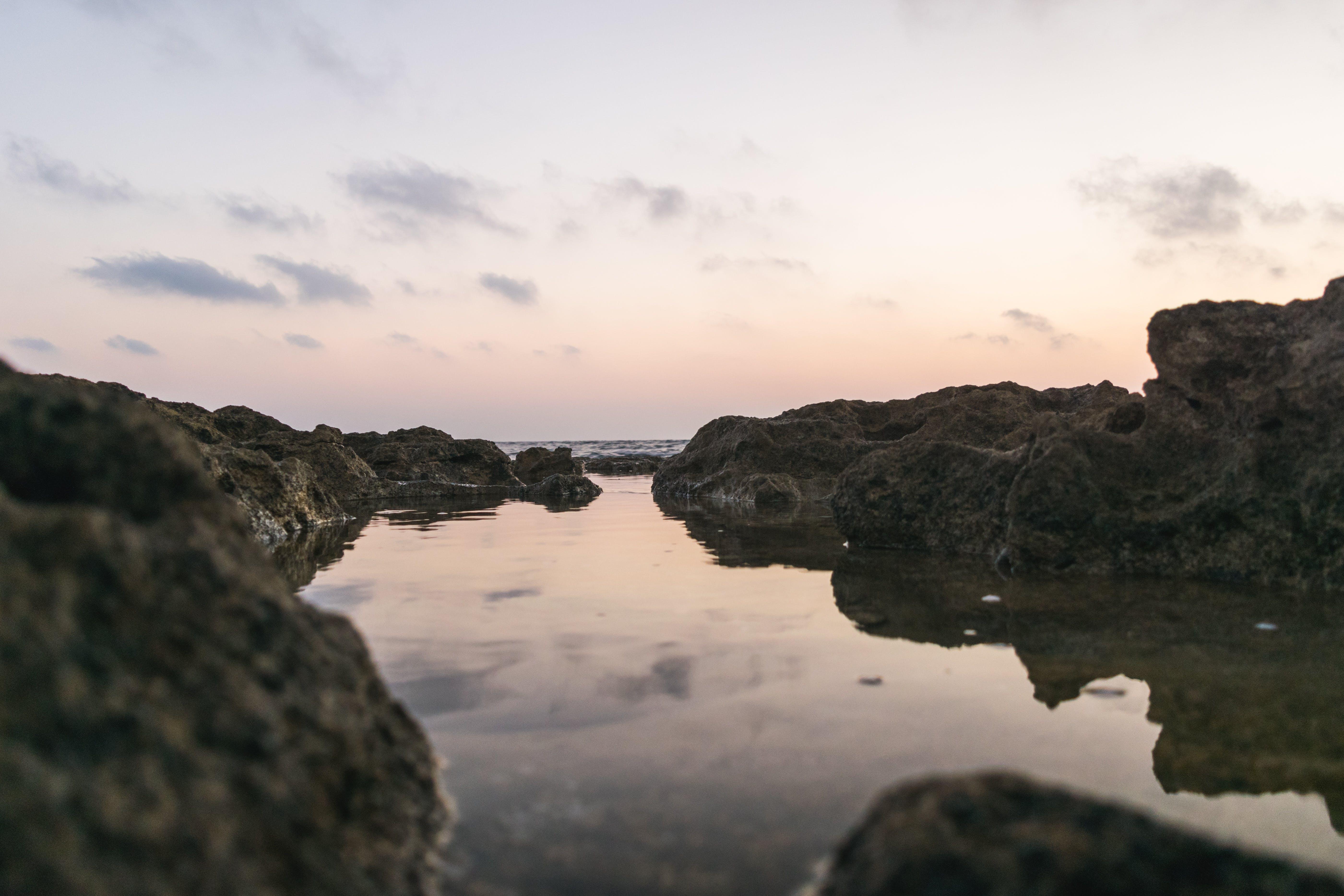 Gratis lagerfoto af close-up, hav, himmel, klippefyldt