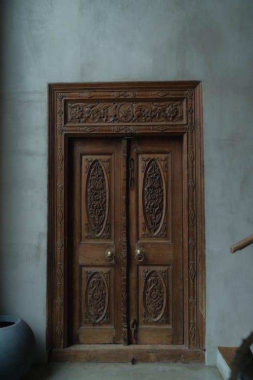 Fotobanka sbezplatnými fotkami na tému drevené dvere, dvere, zvislý záber
