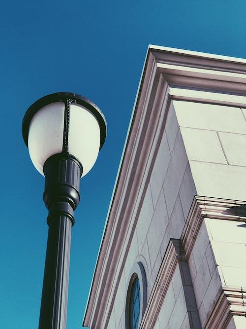 Immagine gratuita di alto, architettura, cielo sereno, città