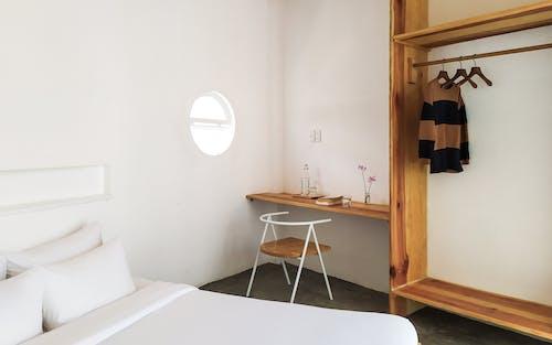 Безкоштовне стокове фото на тему «білий, висіння, дерев'яний»