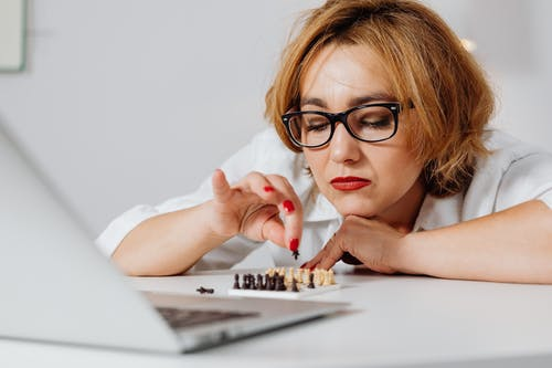 チェス, チェスの駒, ホールディングの無料の写真素材