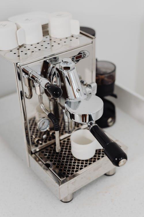 Бесплатное стоковое фото с chrome, в помещении, кофе, кофеин