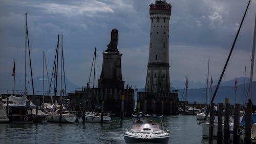 Foto d'estoc gratuïta de aigua, barques, cel, ennuvolat