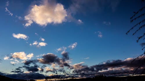 Photos gratuites de ciel bleu, contraste, nuages