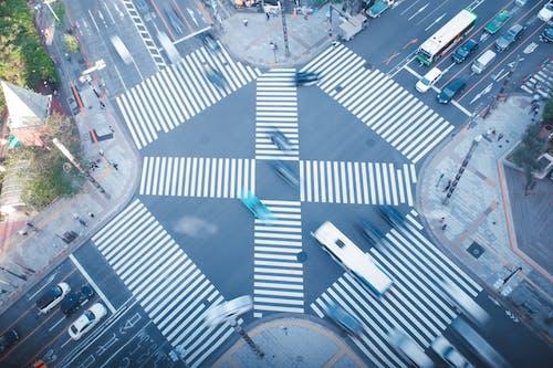 Immagine gratuita di centro della città, corsia pedonale, fotografia di città