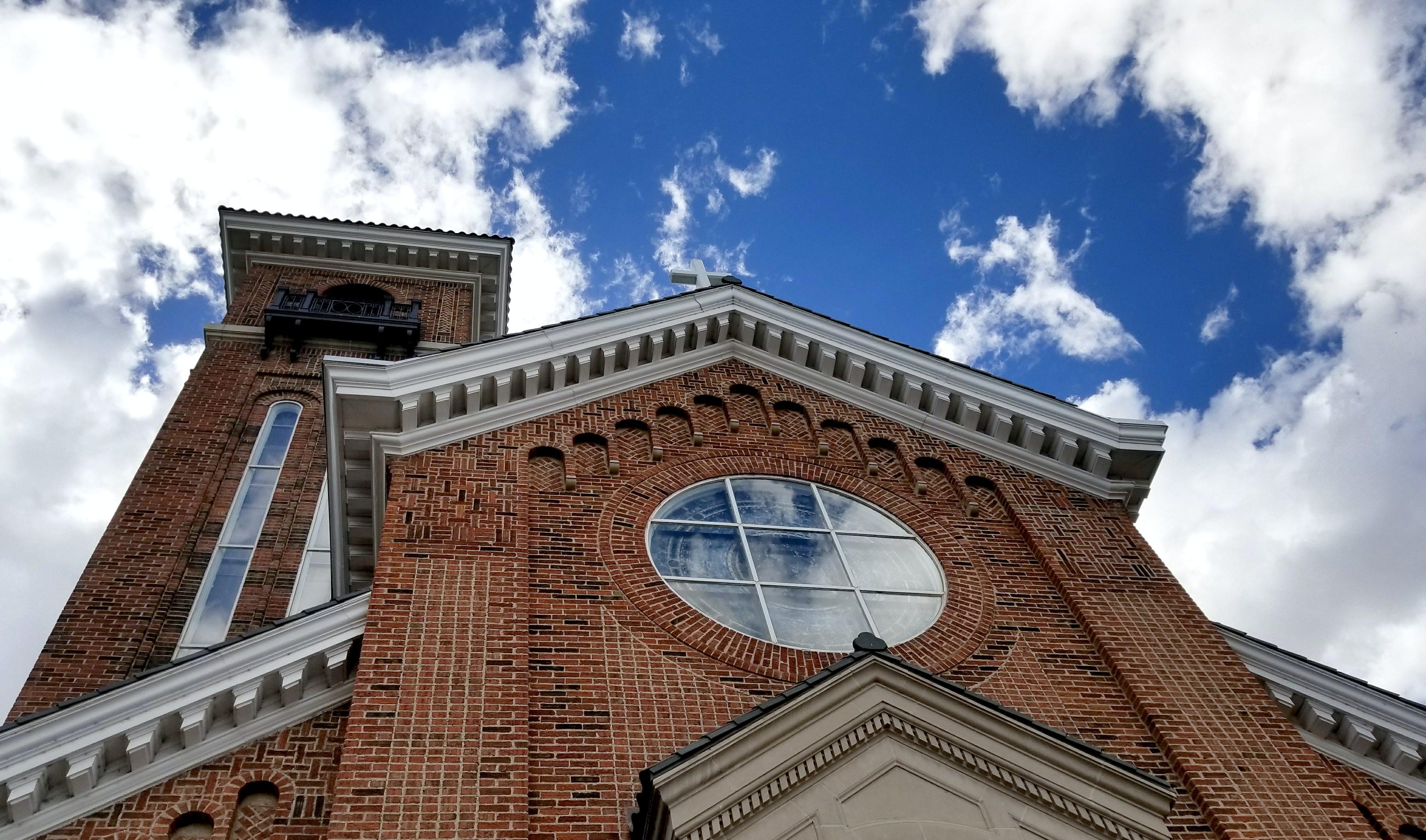Gratis lagerfoto af blå, bygning, himmel, hvid
