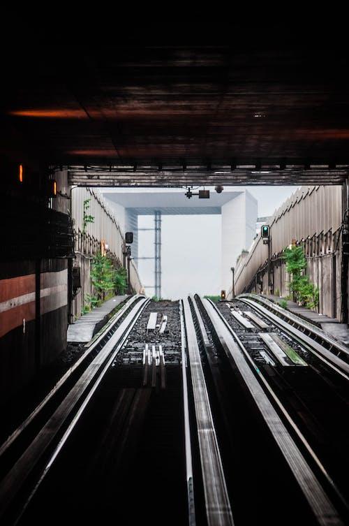Gratis lagerfoto af jernbane, jernbanespor, lodret skud