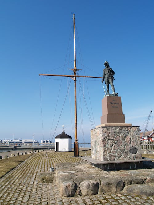Free stock photo of statue in habour