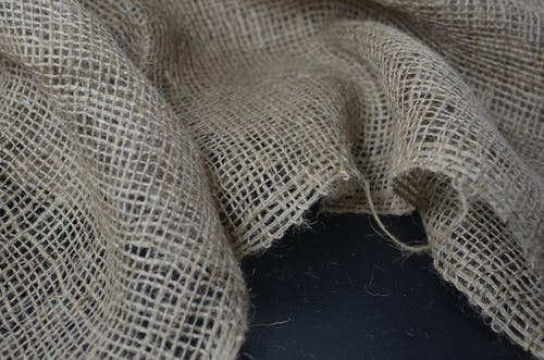 Organic sackcloth with thin fibers and crumpled surface