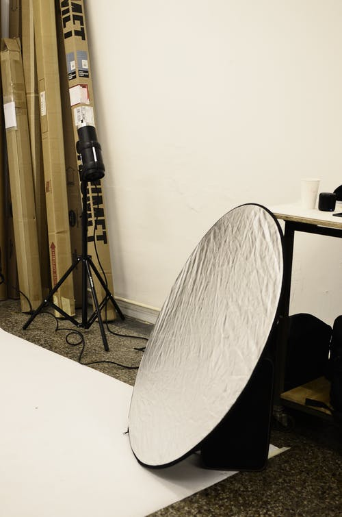 Round reflector for photo session in studio