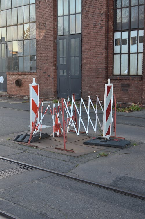 Restrictive fences prohibiting passage on road section next to tram tracks in city district