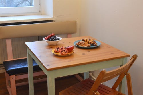 Light dining zone with served table