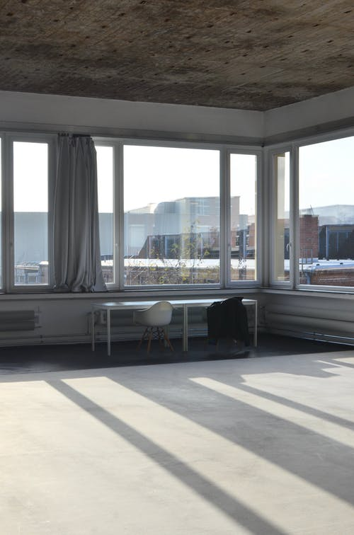 Spacious studio with table at window