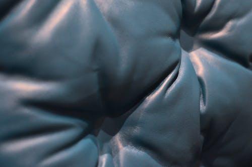 Persona En Chaqueta Negra Y Azul