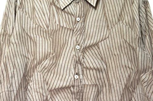 Рубашка на пуговицах в коричневую и белую полоску
