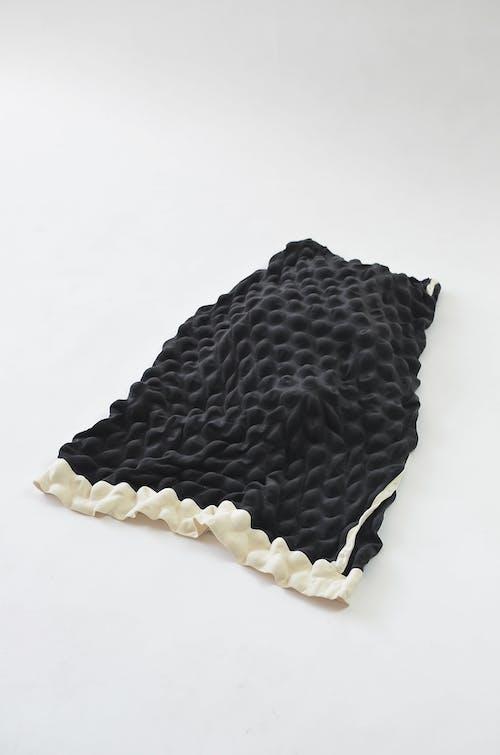 Siyah Beyaz Puantiyeli Tekstil