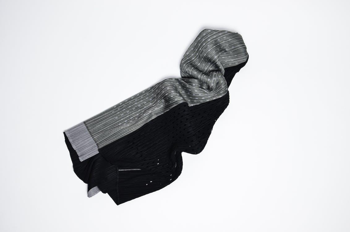 黒とグレーのストライプのテキスタイル