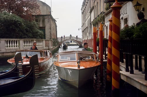 Gratis arkivbilde med arkitektur, båt, bro