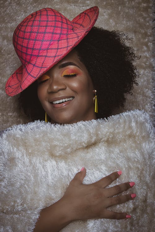 Gratis stockfoto met afro, afro kapsel, blij gezicht, blij zwarte vrouw