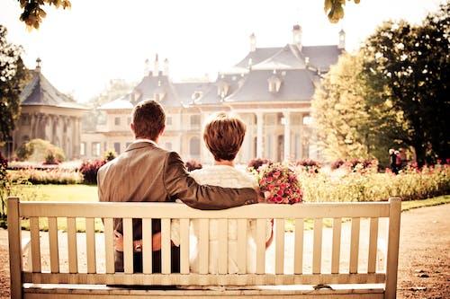 一對, 一起, 坐, 姻緣 的 免費圖庫相片