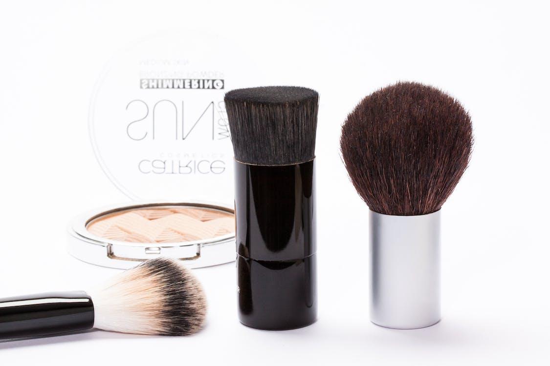 kozmetik ürünler, makyaj, makyaj fırçaları içeren Ücretsiz stok fotoğraf