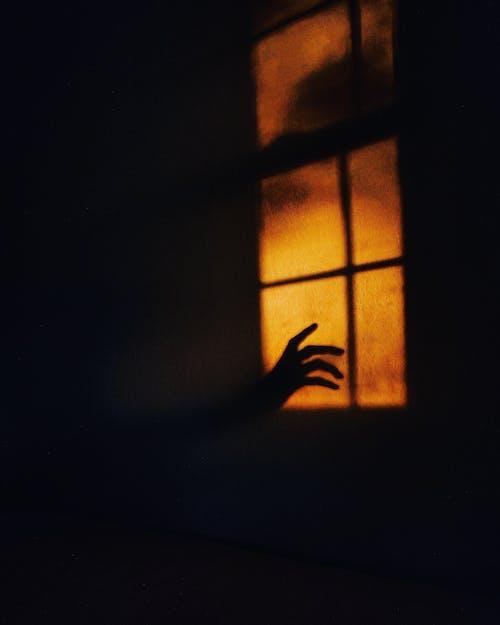 Immagine gratuita di finestra, inquietante, leggero