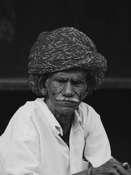 Foto profissional grátis de antigo, bigode, escala de cinza
