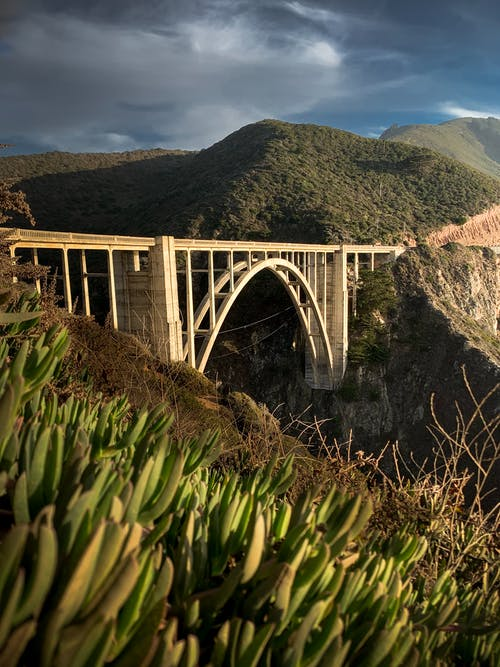 Reinforced concrete arch bridge in mountainous terrain