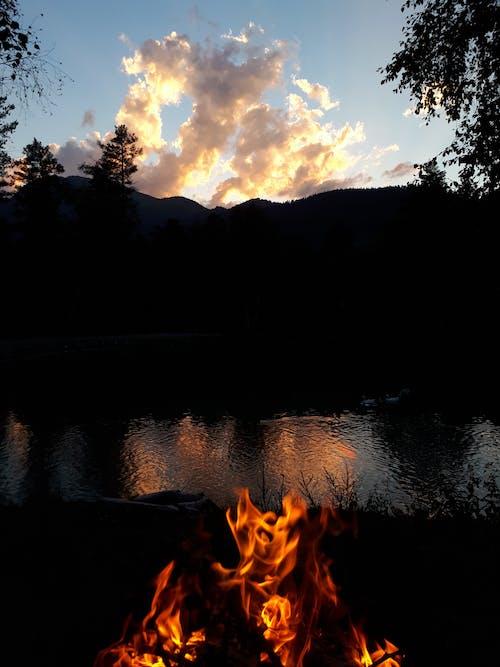 Foto profissional grátis de água, descanso, fogueira