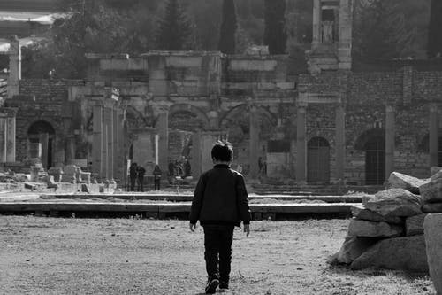Foto profissional grátis de andando, caminhando, criança