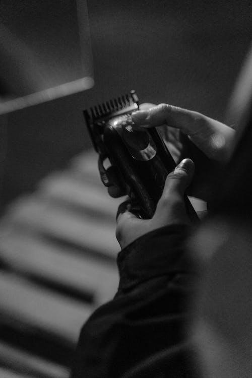 Immagine gratuita di forcina per capelli, monocromatico, persona