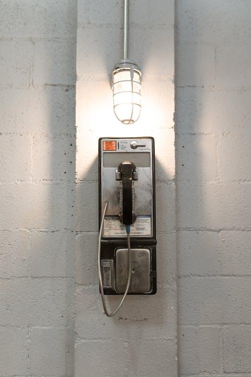 Telefono Montato A Parete In Bianco E Nero