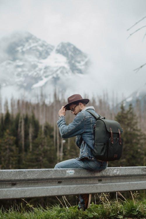 คลังภาพถ่ายฟรี ของ กระเป๋าเป้, กลางแจ้ง, กางเกงยีนส์, การท่องเที่ยว