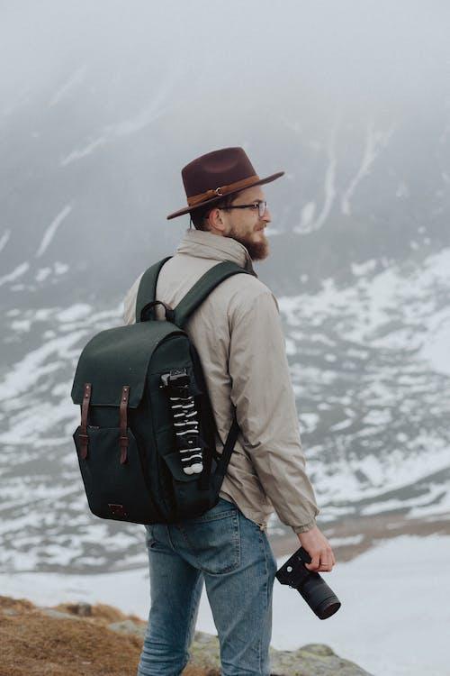 คลังภาพถ่ายฟรี ของ กระเป๋าเดินทาง, กระเป๋าเป้, กล้องส่องทางไกล, กลางแจ้ง