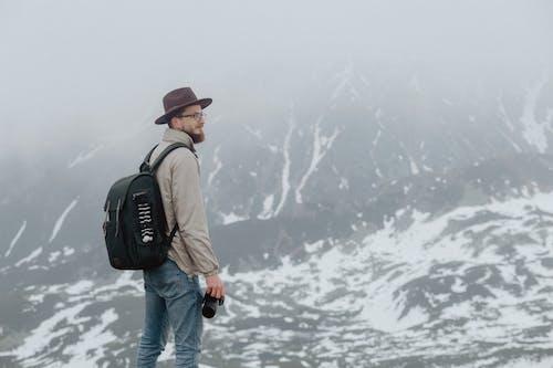 คลังภาพถ่ายฟรี ของ กระเป๋าเป้, กางเกงยีนส์, การท่องเที่ยว, การปีนเขา