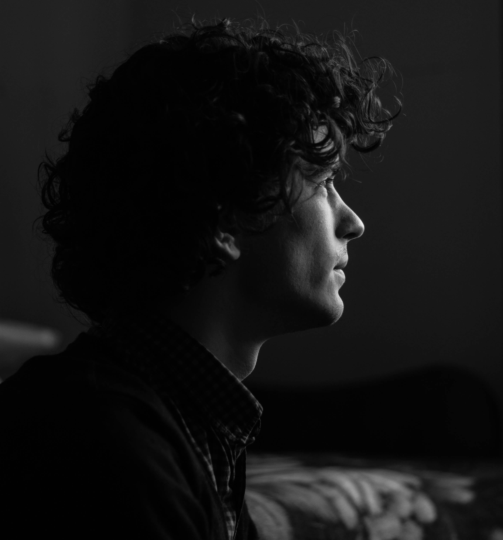 Darmowe zdjęcie z galerii z chłopak, czarno-biały, depresja, dorastający