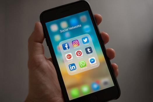 Kostenloses Stock Foto zu hand, apfel, iphone, smartphone