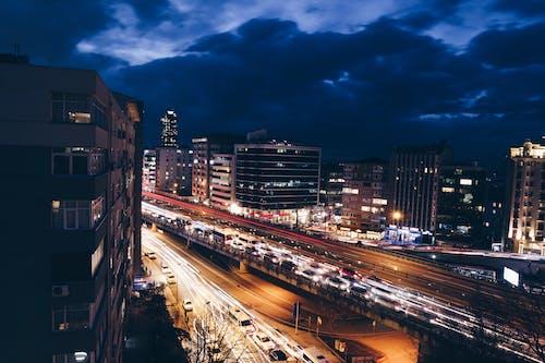 건물, 고속도로, 교통, 교통 체증의 무료 스톡 사진