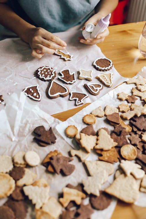 Kostenloses Stock Foto zu braun, cookies, dekorieren