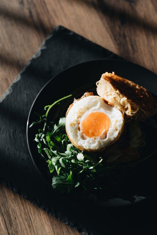 Darmowe zdjęcie z galerii z burger ramen, chleb, domowej roboty