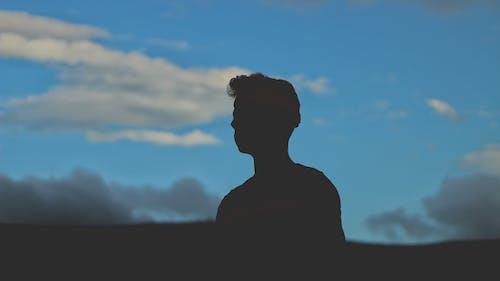 Kostenloses Stock Foto zu berg, blau, dunkel, himmel