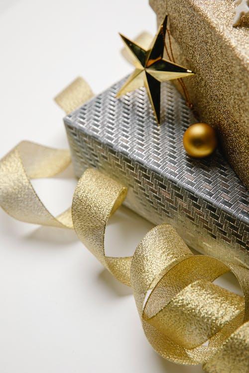 Ingyenes stockfotó ajándék, alkalom, aranysárga témában