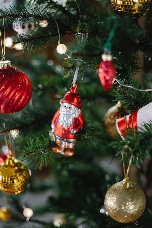 赤と白のクリスマス飾り