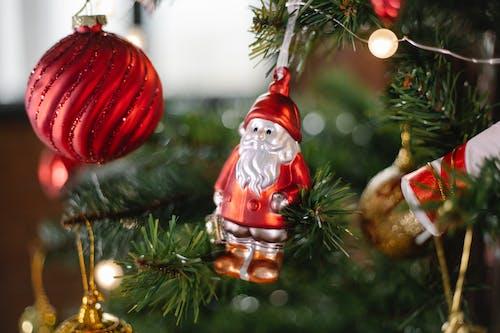 赤と茶色のクリスマス安物の宝石